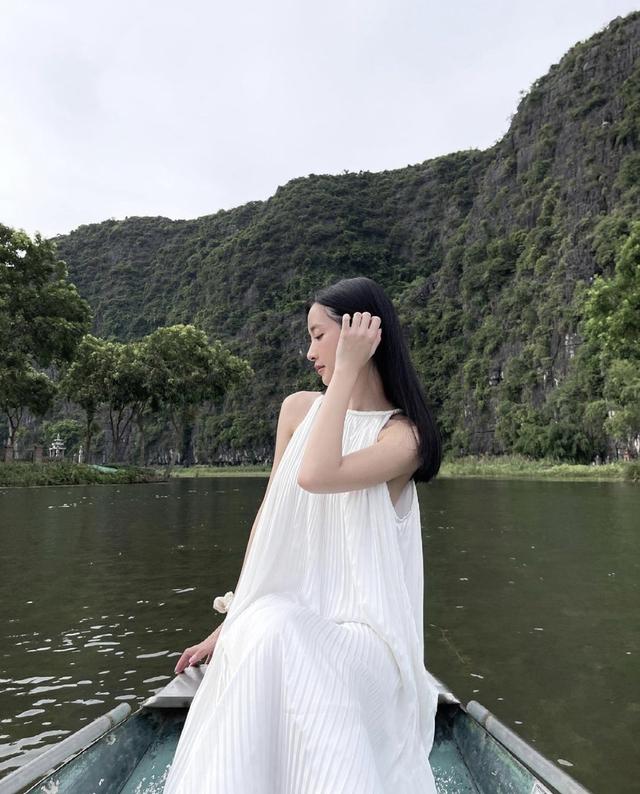 Trang phục tôn vai thon của Jun Vũ - Ảnh 5.