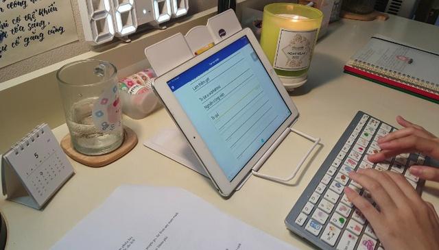 Quay video im lặng học bài, nữ sinh được chú ý trên mạng xã hội - Ảnh 3.