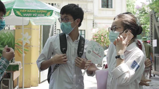 TP.HCM chỉ xét đặc cách tốt nghiệp cho thí sinh đăng ký dự thi trên địa bàn - Ảnh 2.