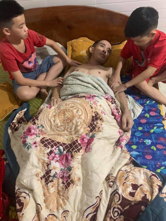 Xót xa cảnh bố vừa bị bệnh viện trả về vì không chữa được nữa, con lại phát hiện bị bệnh ung thư máu - Ảnh 2.