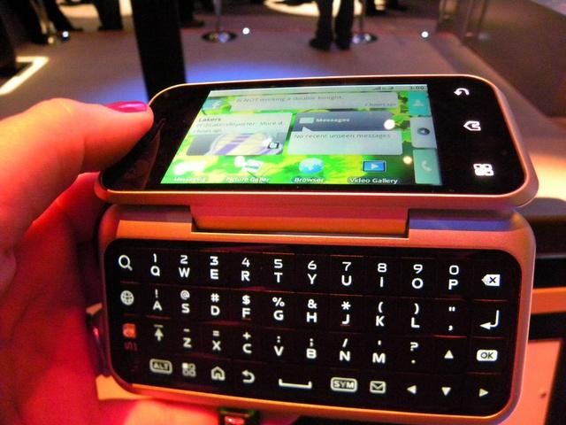 Những smartphone có thiết kế độc đáo nhất từ trước đến nay - Ảnh 4.