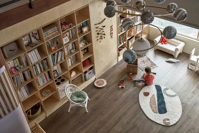 Ông bố KTS cải tạo căn hộ rộng thoáng để giúp 3 con thỏa sức vui chơi trong nhà - Ảnh 11.