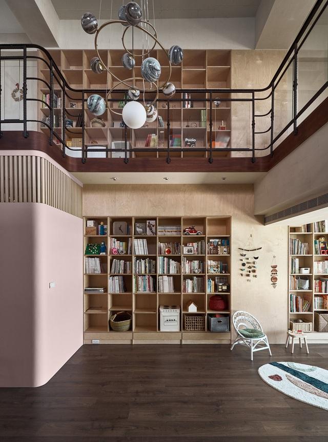 Ông bố KTS cải tạo căn hộ rộng thoáng để giúp 3 con thỏa sức vui chơi trong nhà - Ảnh 14.