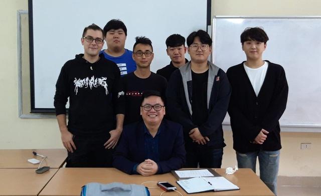 Chàng trai Đức sống 7 năm ở Hà Nội, đạt điểm 10 khóa luận bằng tiếng Việt - Ảnh 3.