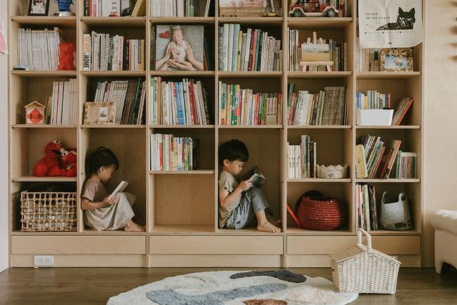 Ông bố KTS cải tạo căn hộ rộng thoáng để giúp 3 con thỏa sức vui chơi trong nhà - Ảnh 7.