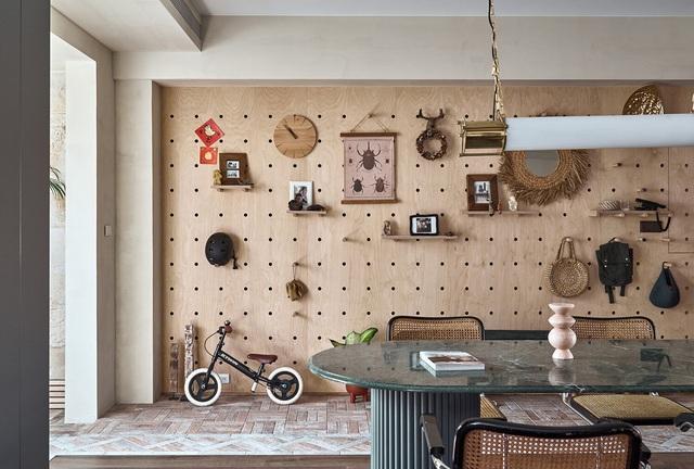 Ông bố KTS cải tạo căn hộ rộng thoáng để giúp 3 con thỏa sức vui chơi trong nhà - Ảnh 9.