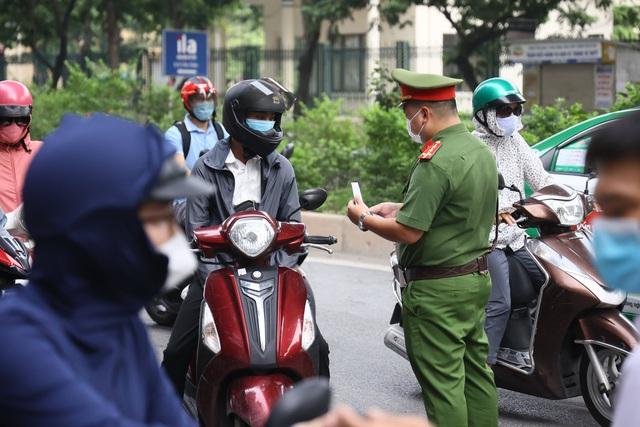 Hà Nội xử phạt hơn 1.000 người vi phạm phòng chống dịch - Ảnh 2.