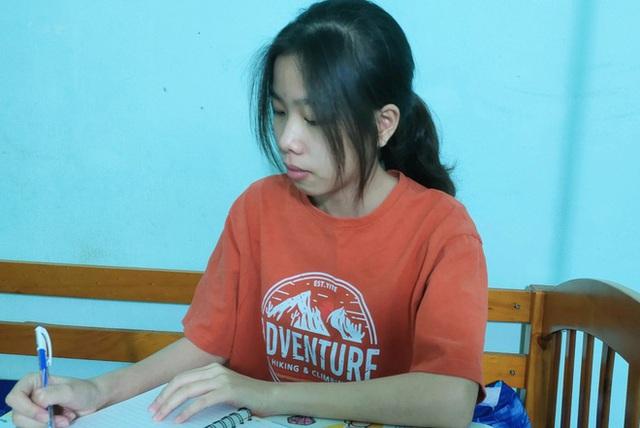 Lỡ thi tốt nghiệp THPT, nữ sinh đỗ thủ khoa, trúng tuyển 5 trường đại học  - Ảnh 1.