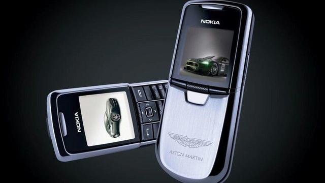 Những chiếc điện thoại mang thương hiệu siêu xe - Ảnh 1.