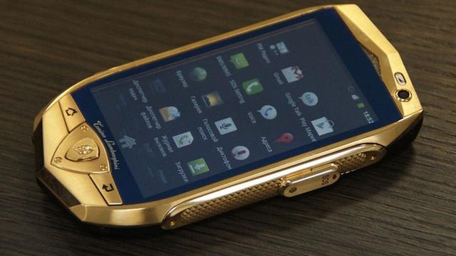Những chiếc điện thoại mang thương hiệu siêu xe - Ảnh 4.