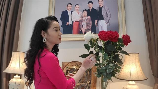 Khán giả xôn xao vì nhan sắc thời trẻ của 3 bà mẹ bị ghét nhất phim Hương vị tình thân - Ảnh 1.