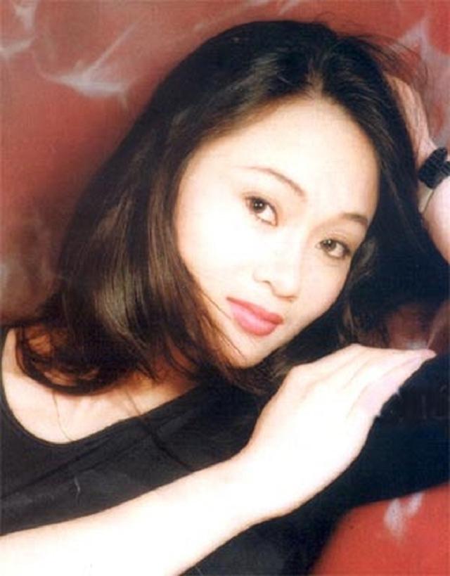 Khán giả xôn xao vì nhan sắc thời trẻ của 3 bà mẹ bị ghét nhất phim Hương vị tình thân - Ảnh 2.