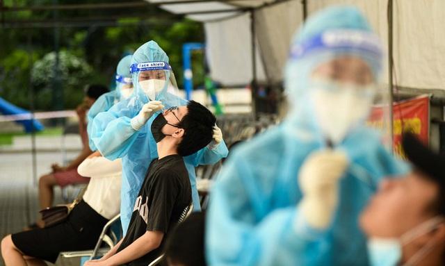 Nới lỏng giãn cách, Hà Nội cần làm gì để bảo vệ thành quả chống dịch COVID-19, khi thành phố vẫn có thể phát hiện những chùm ca bệnh mới? - Ảnh 2.