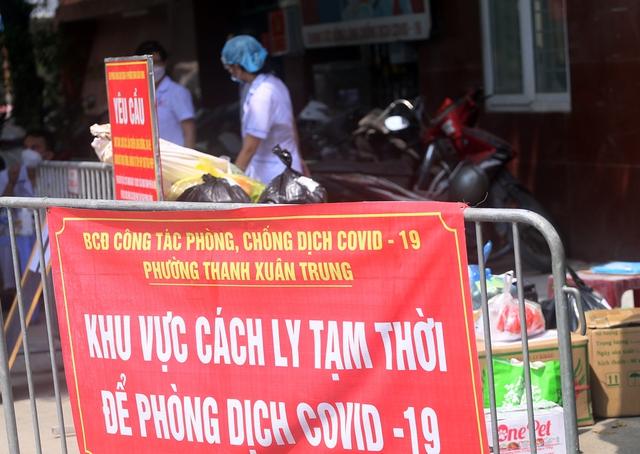 Hà Nội: Liên tiếp phát hiện người mắc COVID-19, các chốt kiểm soát ngõ 328, 330 Nguyễn Trãi thắt chặt - Ảnh 4.