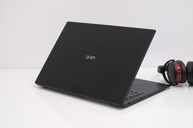 3 laptop màn hình lớn 16 đến 17 inch sáng giá trên thị trường - Ảnh 4.