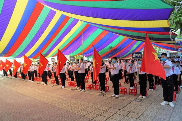 هایفونگ مدارس را ملزم می کند که مراسم افتتاحیه را حداکثر در 35 دقیقه برگزار کنند - عکس 1.
