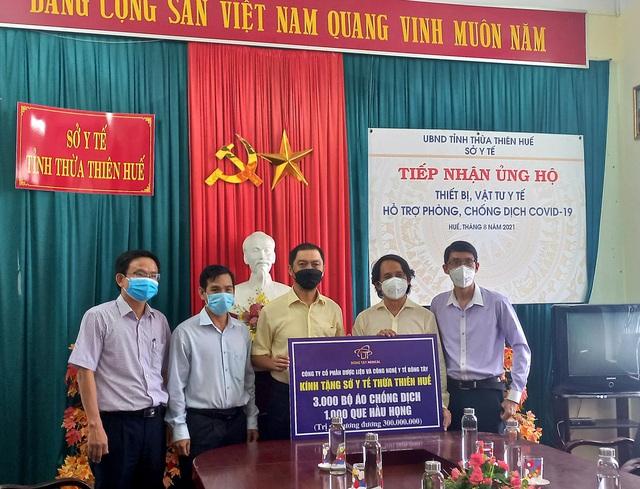 Thừa Thiên Huế: Tiếp nhận hàng nghìn bộ đồ bảo hộ hỗ trợ lực lượng tuyến đầu chống dịch - Ảnh 1.