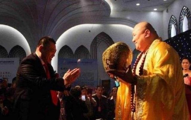 Kết cục không ngờ của người đàn ông có ngoại hình giống Phật Di Lặc - Ảnh 2.