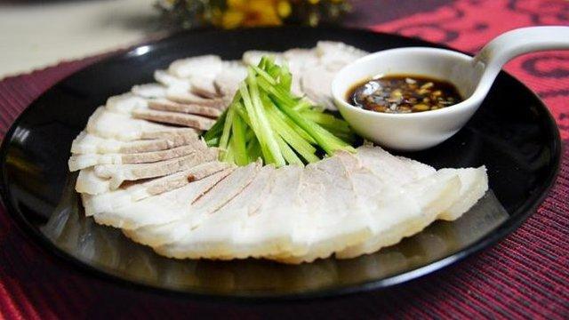 Nhiều người đem chần thịt lợn qua nước nóng để loại bỏ chất bẩn trước khi nấu: Chuyên gia nói sai lầm tai hại - Ảnh 4.