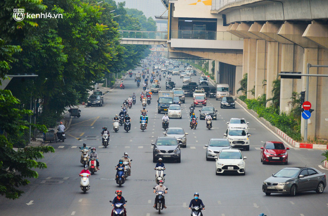 Đường phố Hà Nội đông nghịt xe cộ sáng đầu tuần - Ảnh 3.