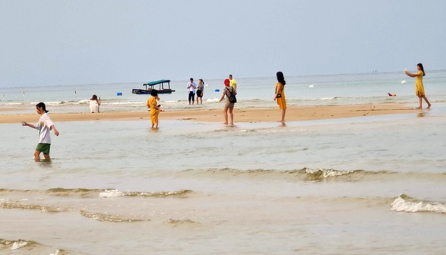 Tìm được thi thể cô gái mất tích khi tắm biển - Ảnh 1.