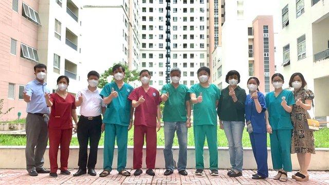 Thứ trưởng Bộ Y tế Nguyễn Trường Sơn thăm và động viên các y bác sĩ tại Bệnh viện dã chiến thu dung điều trị COVID-19 số 12 - Ảnh 5.