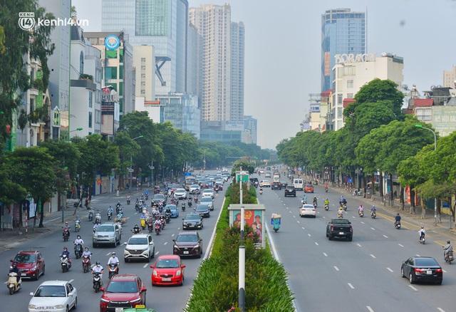 Đường phố Hà Nội đông nghịt xe cộ sáng đầu tuần - Ảnh 15.
