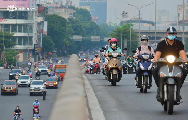 Đường phố Hà Nội đông nghịt xe cộ sáng đầu tuần - Ảnh 8.