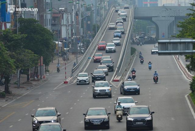 Đường phố Hà Nội đông nghịt xe cộ sáng đầu tuần - Ảnh 9.