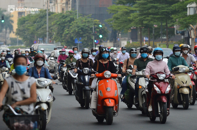 Đường phố Hà Nội đông nghịt xe cộ sáng đầu tuần - Ảnh 11.