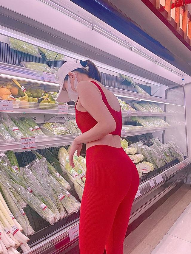 Bị chỉ trích vì loạt ảnh khoe vòng 3 ở siêu thị, Lệ Quyên nổi cơn thịnh nộ còn đòi tát antifan vì hỗn láo - Ảnh 1.