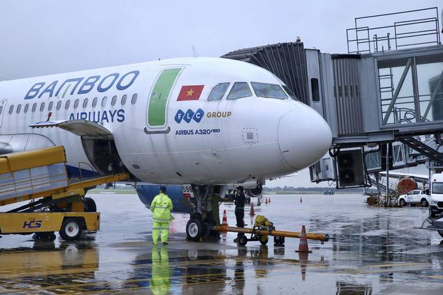 Bamboo Airways bay chuyên cơ khứ hồi đưa y bác sĩ chi viện miền Nam chống dịch - Ảnh 1.