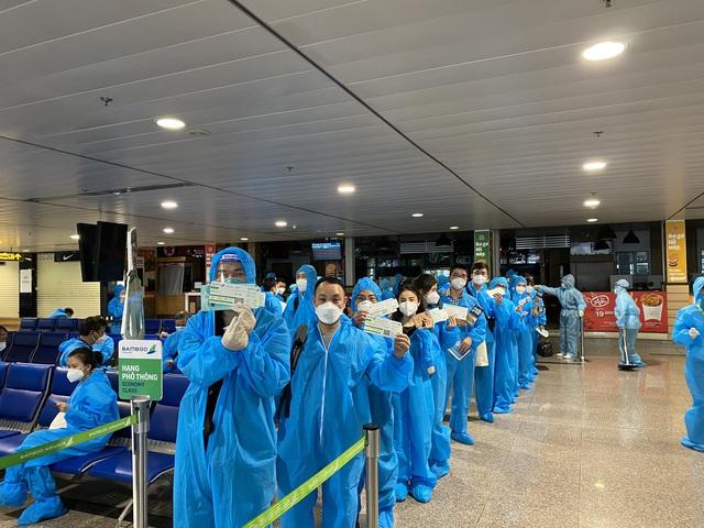 Bamboo Airways bay chuyên cơ khứ hồi đưa y bác sĩ chi viện miền Nam chống dịch - Ảnh 3.