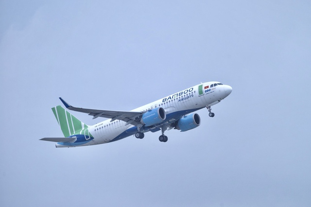 Bamboo Airways bay chuyên cơ khứ hồi đưa y bác sĩ chi viện miền Nam chống dịch - Ảnh 4.