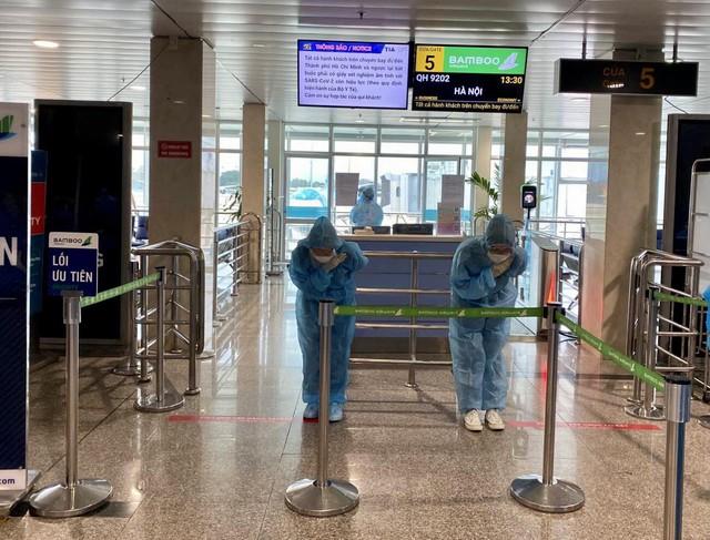 Bamboo Airways bay chuyên cơ khứ hồi đưa y bác sĩ chi viện miền Nam chống dịch - Ảnh 5.