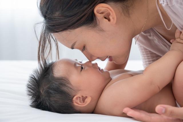 """""""Da kề da"""" - Tăng kết nối giữa ba mẹ và con trẻ trong thời gian giãn cách - Ảnh 1."""