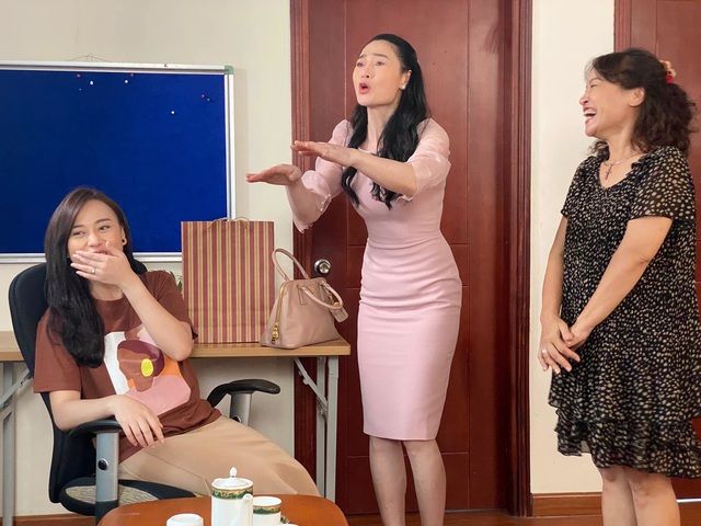 Hậu trường cười nghiêng ngả của dàn diễn viên Hương vị tình thân - Ảnh 5.