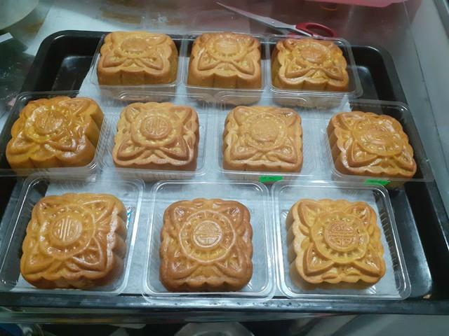Chỉ vài thao tác đơn giản này, tự làm bánh Trung thu tại nhà ngon như nhà hàng - Ảnh 4.