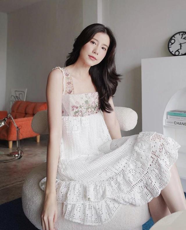 Mỹ nhân Thái Lan phối váy áo hoa đón thu không lo sến súa - Ảnh 1.