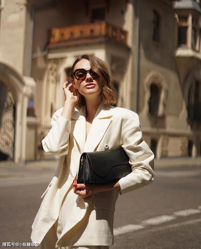 Chỉ một chi tiết rất nhỏ nhưng đủ để bạn chọn đúng kiểu blazer chuẩn đẹp, tôn dáng nhất - Ảnh 2.