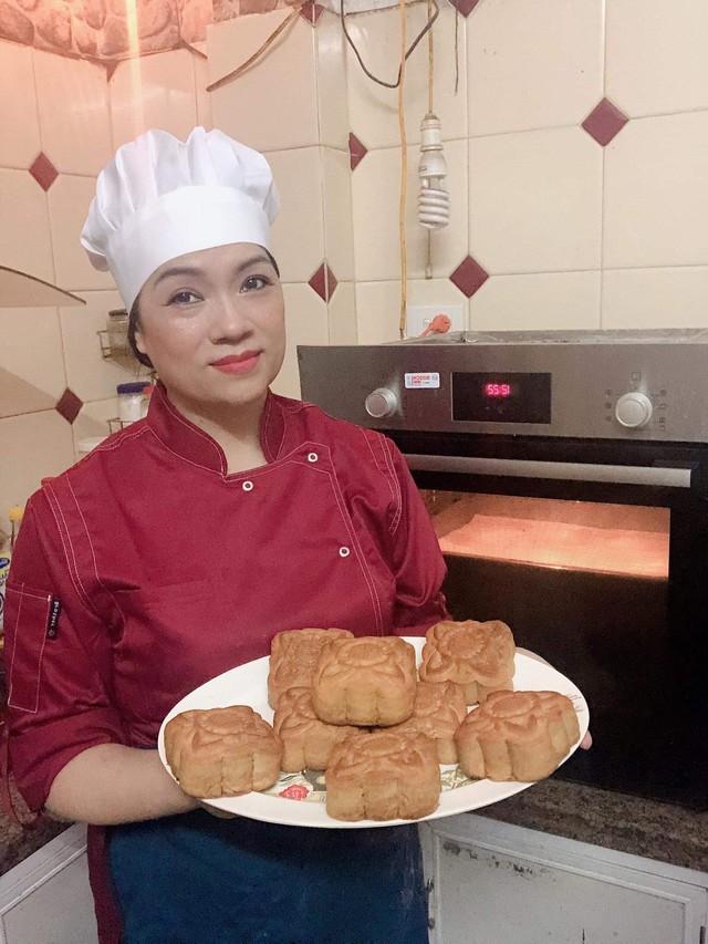 Chỉ vài thao tác đơn giản này, tự làm bánh Trung thu tại nhà ngon như nhà hàng - Ảnh 2.