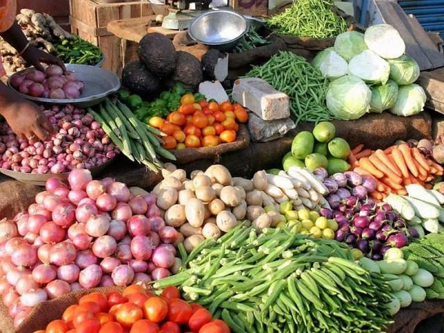 Giá rau đắt ở siêu thị, chợ dân sinh trong khi vùng trồng thì rẻ rề - Ảnh 1.