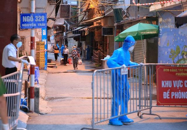 Sáng 2/9: Sốt, ho, mệt mỏi, 3 người ở Hà Nội bất ngờ dương tính, Thủ đô thêm 5 ca mới - Ảnh 2.