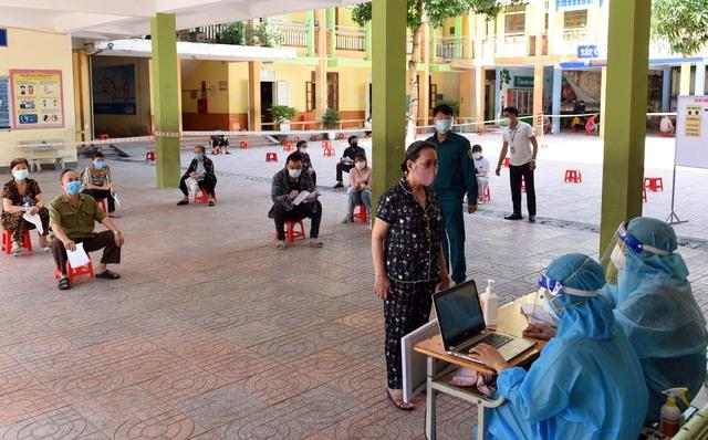 Nghệ An đã tiêm hơn 330 ngàn liều vaccine cho người dân - Ảnh 2.