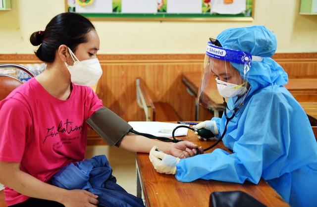 Nghệ An đã tiêm hơn 330 ngàn liều vaccine cho người dân - Ảnh 3.