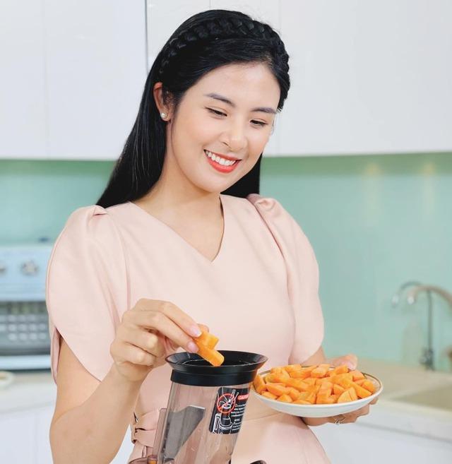 Hoa hậu Ngọc Hân làm bánh Trung thu nghìn lớp - Ảnh 2.