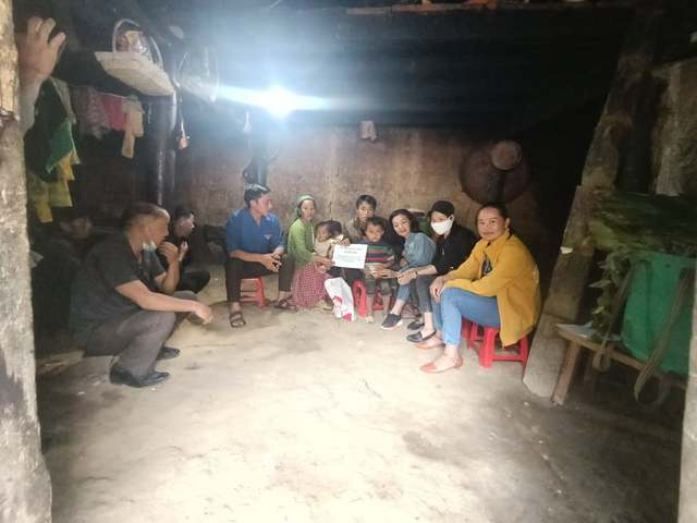 Thông tin mới nhất về sức khỏe của cậu bé dân tộc HMông nguy cơ mù hai mắt vì nhà nghèo - Ảnh 2.