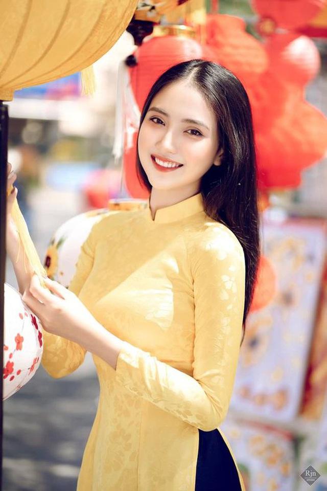 Hoa khôi Thùy Trang: Chừng nào Sài Gòn hết dịch, con về thăm nhà  - Ảnh 1.