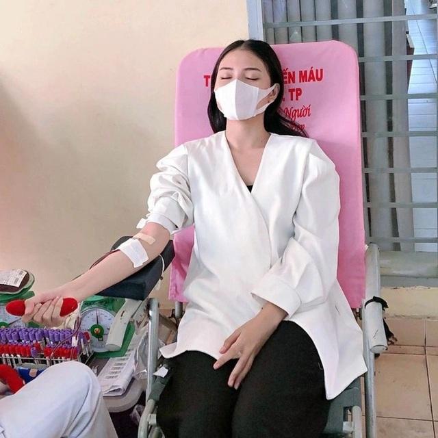 Hoa khôi Thùy Trang: Chừng nào Sài Gòn hết dịch, con về thăm nhà  - Ảnh 11.