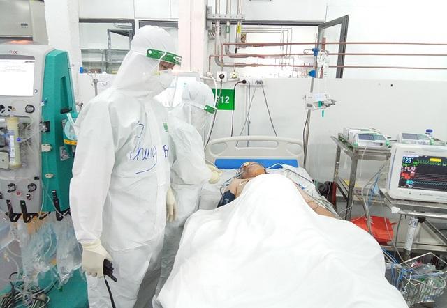Cán bộ y tế Quảng Bình sát cánh cùng bệnh nhân COVID-19 ở TP Hồ Chí Minh - Ảnh 3.
